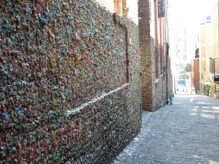 800px-gum_wall2
