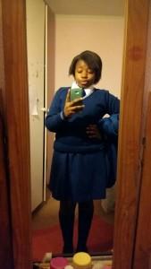 Meine Gastschwester Keora in unserer Schuluniform